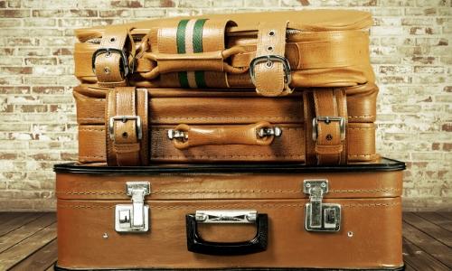 Photo de 3 bagages empilés les uns sur les autres