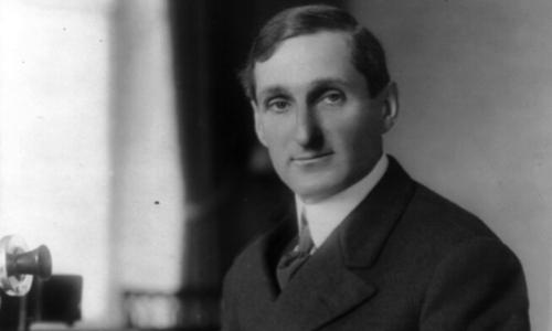 Portrait en noir et blanc de William Francis Gibbs, architecte naval