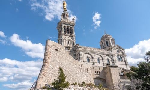 Basilique romane en hauteur