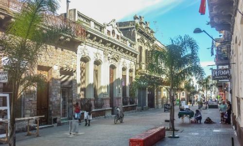 Vue sur le centre historique de Montevideo, en Uruguay avec bâtiments de style colonial