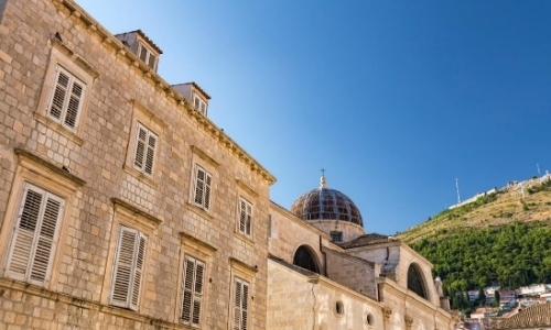 L'architecture médiévale de la ville, bâtiment en pierres