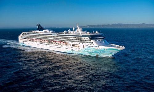 bateau de la marque Norwegian Cruise Line sur la mer