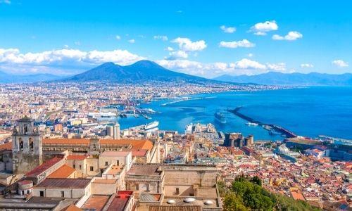 Vue panoramique et aérienne de la ville de Naples en Italie