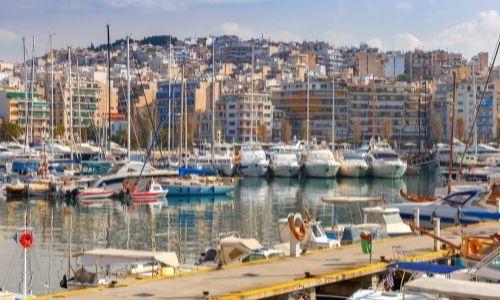 Port de Pirée avec les nombreux bateaux