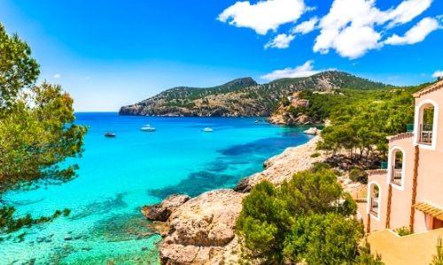 paysage de Méditerranée ensoillée