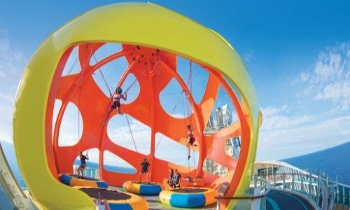 Les trampolines du Sky Pad Bungee de la Royal Caribbean