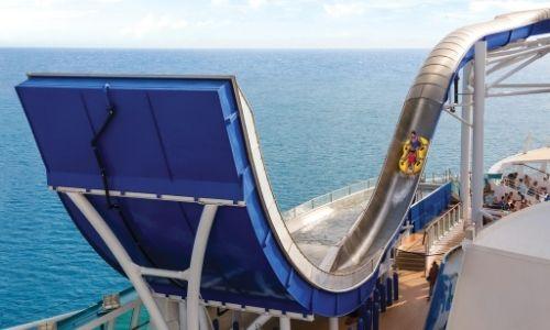 Le toboggan boomerang Tide Wave de la Royal Caribbean