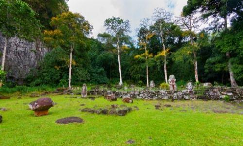 Les tikis en pierre de l'île de Hiva Oa