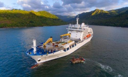 Le bateau Aranui 5, son pont de fret et sa partie croisière