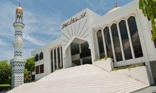 La mosquée blanche de Hukuru Miskiy à Hulhumalé
