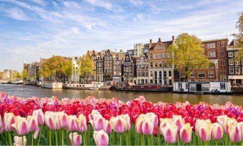 Le centre-ville de Amsterdam et ses canaux