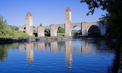 Le pont Valentré de Cahors arbore deux de ces tours