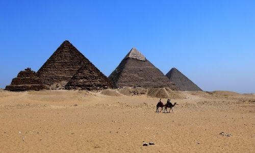 Les pyramides de Gizeh en Egypte