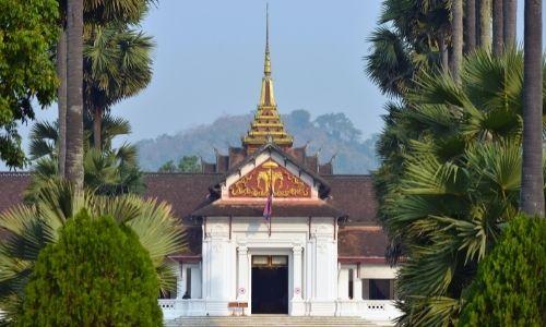 Un temple au village de Luang Pabrang au Laos
