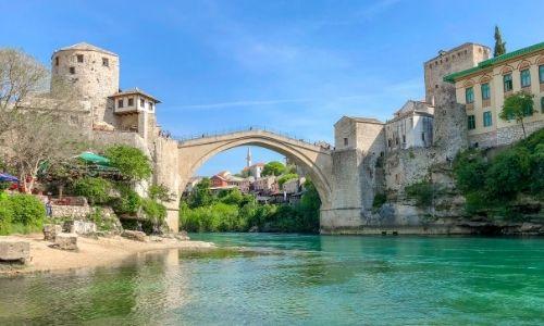La belle ville de Mostar et son vieu Pont au dessus du fleuve Neretva