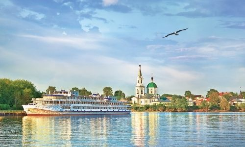 Un monastère orthodoxe en Russie et le bateau Tchekhov des Rivages du Monde