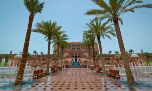 L'entrée du Emirats Palace et ses palmiers
