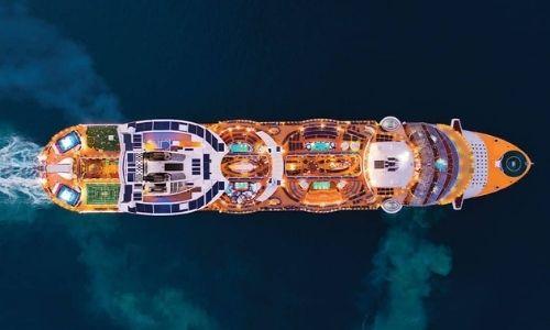 L'un des magnifiques navires de la Royal Caribbean International vue de haut
