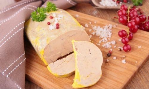 Foie gras de canard mi cuit et ses groseilles et son gros sel