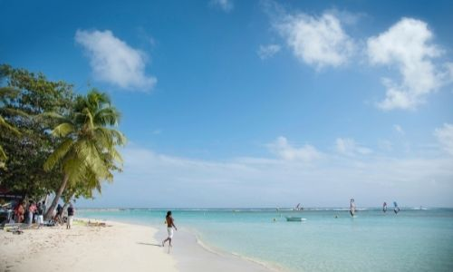 Les plages de sable blanc en Guadeloupe