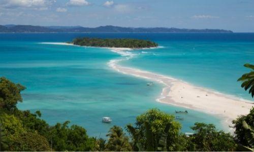 Les lagons bleus turquoises des plages de Madagascar