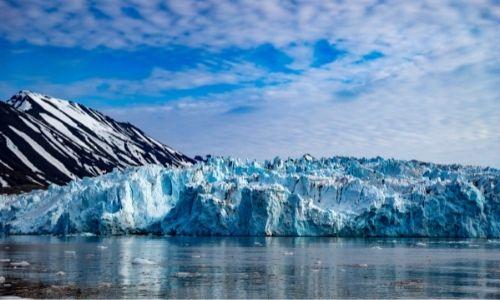 Les glaciers et montagnes du nord-ouest du Svalbard