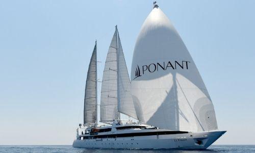 Le voilier Ponant et ses trois-mâts voguant sur la mer