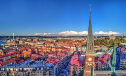 Vue aérienne sur le centre ville de Göteborg et son église en premier plan