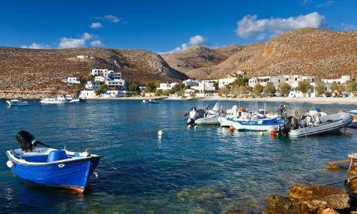 Le village de Chora de pêcheurs de Folegrandos et ses habitations blanches